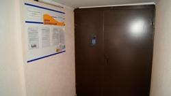 В доме на Кирова, 33 после входа в подъезд и консьержа, есть еще одна дверь.             Благодаря такому подходу обеспечивается спокойствие и безопасность жильцов