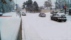 Выйдя из дома жители попадают на улицу Кирова - одну из главных улиц города. Пройдя по ней 10 минут, оказываются в сердце Кисловодска – Курортном бульвареа
