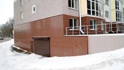 Подземный паркинг дома на Кирова, 33, избавляет жильцов от необходимости часто чистить машину